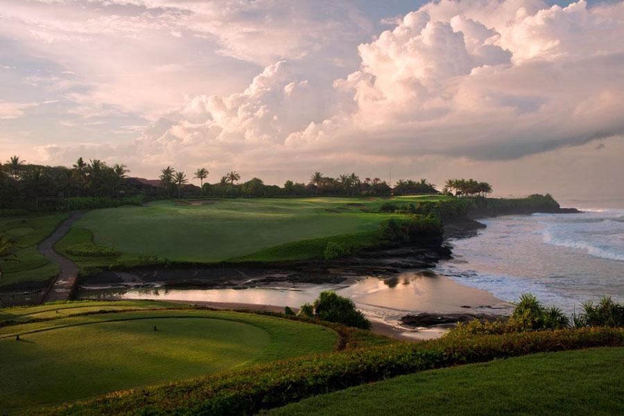 Bali golfing