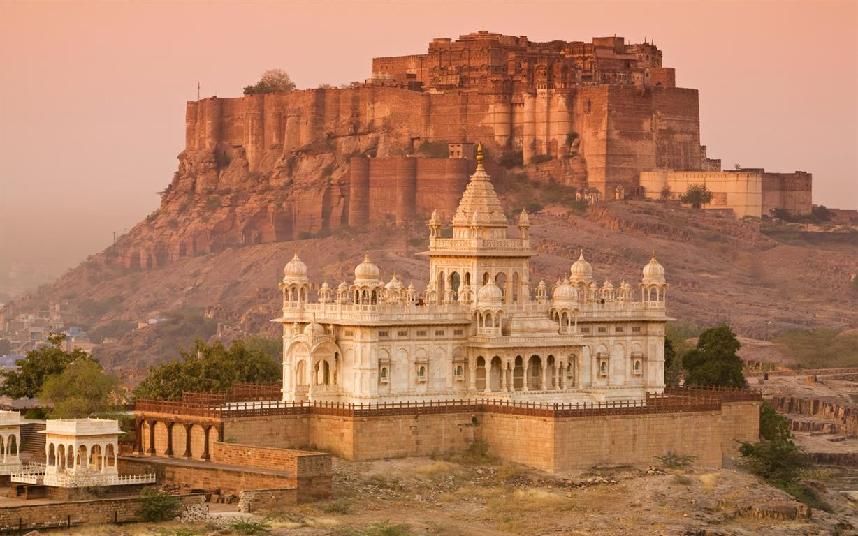 India 39 s 8 best destinations to visit by luxury train for Luxury places
